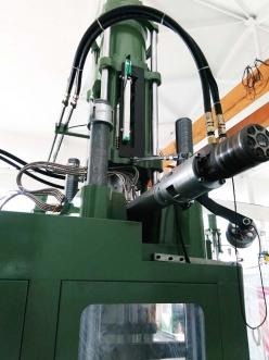 莱茵系列直线位移传感器在橡胶射出机的应用
